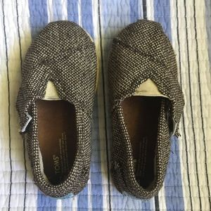 TOMS. Gently worn. Size 8 Toddler. Brown/Gold